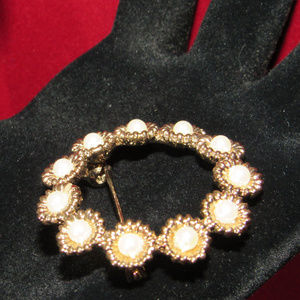 """unknown Jewelry - Vintage Goldtone Faux Pearl Brooch Pin 1.5"""" Diam."""